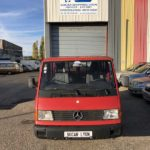Avant du Mercedes 100 Sprinter rouge