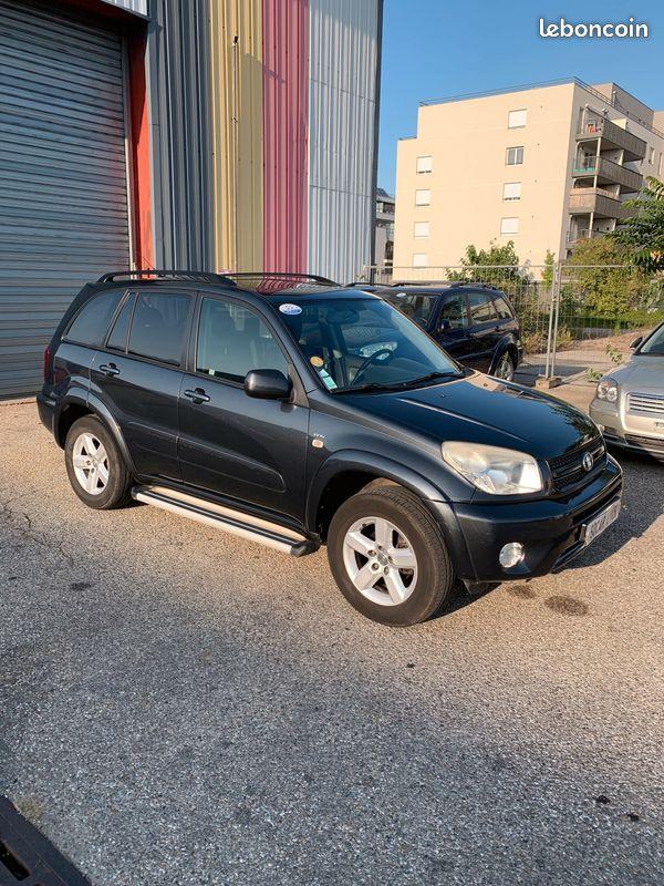 Toyota Rav4 VVti BVA 2005 à vendre par SOCAR Lyon